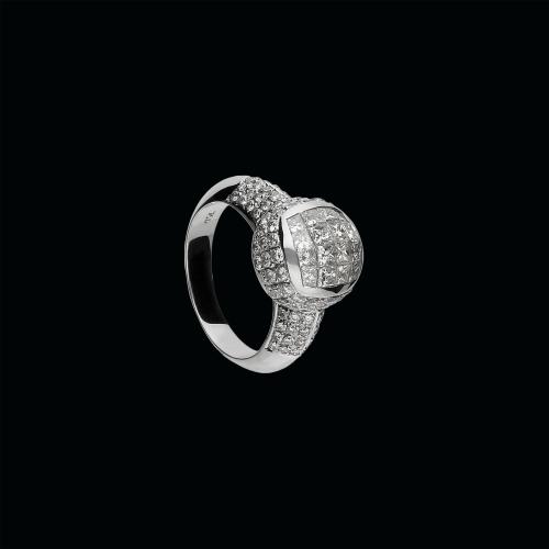 Anello in oro bianco 18 carati e diamanti bianchi taglio brillante e taglio princess