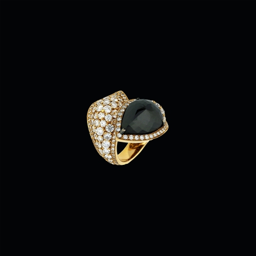 Anello in oro rosa 18 carati con diamanti e diamante black