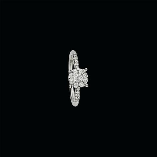 Anello solitario in oro bianco 18 carati e diamanti bianchi taglio brillante