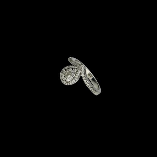 Anello Solitario in oro bianco e diamanti bianchi taglio brillante
