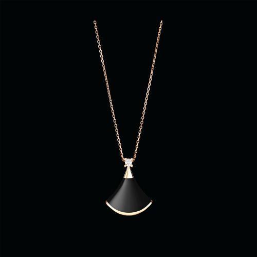 Collana DIVAS' DREAM in oro rosa 18 carati con onice e diamanti. Lunghezza 41-43 cm