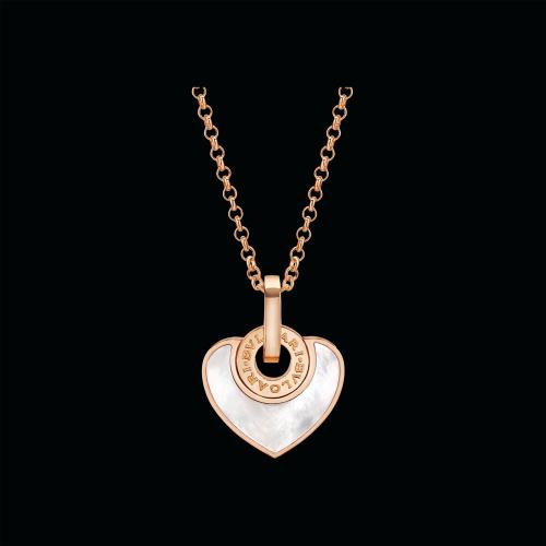 Pendente BVLGARI·BVLGARI CUORE con catena in oro rosa 18 carati e madreperla. Lunghezza 41-43 cm