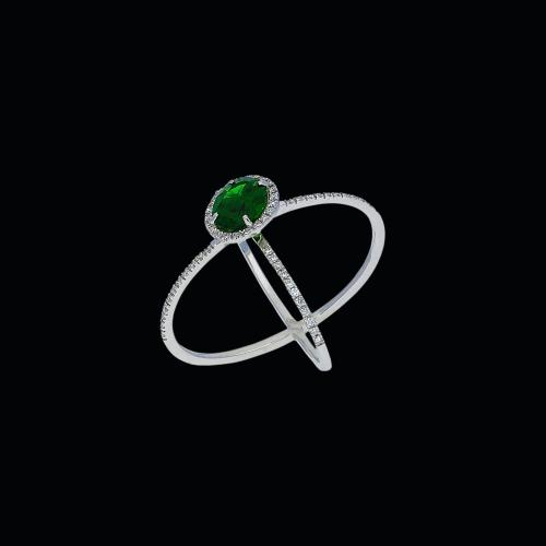 Anello in oro bianco 18 carati,tormalina verde e diamanti bianchi taglio brillante