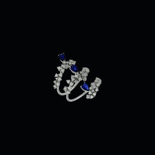 Anello in oro bianco 18 carati con diamanti bianchi taglio brillante e zaffiri blu taglio goccia