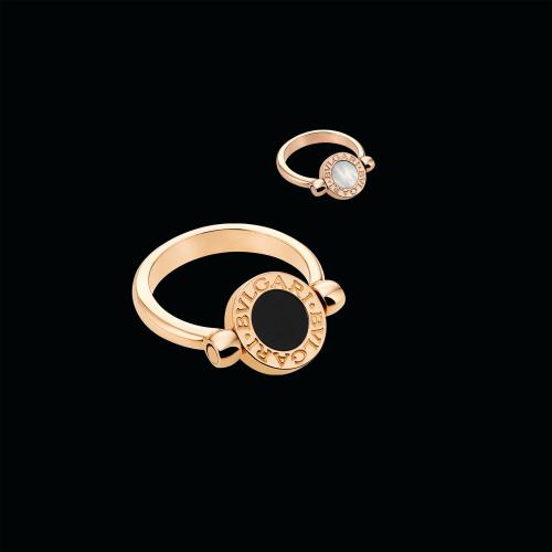 Anello girevole BVLGARI BVLGARI in oro rosa 18 carati con madreperla e onice