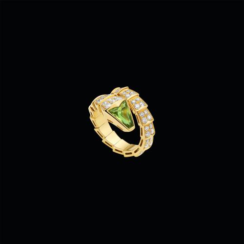 Anello Serpenti in oro giallo 18 carati con peridoto e pavé di diamanti