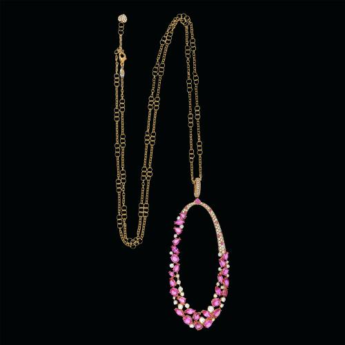 Collana in oro rosa 18 carati con ciondolo ovale con diamanti e zaffiri rosa