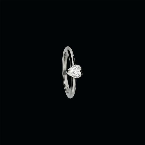 Anello solitario in oro bianco 18 carati e diamante taglio cuore