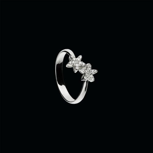 Anello in oro bianco 18 cararti e diamanti bianchi taglio brillante
