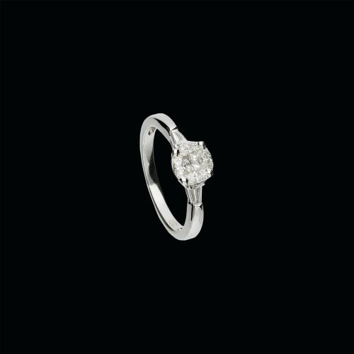 Anello in oro bianco 18 carati e diamanti bianchi taglio brillante, marquise e triangolo