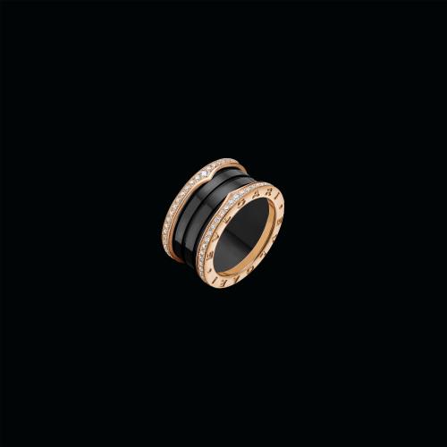 Anello B.zero1 a quattro fasce in oro rosa 18 carati e ceramica nera con pavé di diamanti lungo i lati - Il prezzo varia a seconda delle misure - AN857029