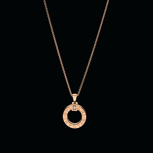 Pendente BVLGARI BVLGARI in oro rosa 18 carati con diamante e catena. Lunghezza 38-45,5 cm